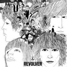 Copertina di REVOLVER. Bianco e nero con disegno di primo piano dei beatles e collage con loro immagini.