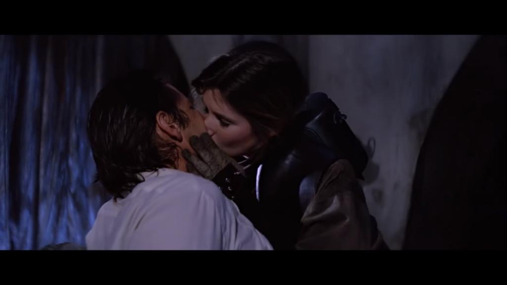 Leila bacia Han solo. Han è appena stato tolto dalla carbonite.